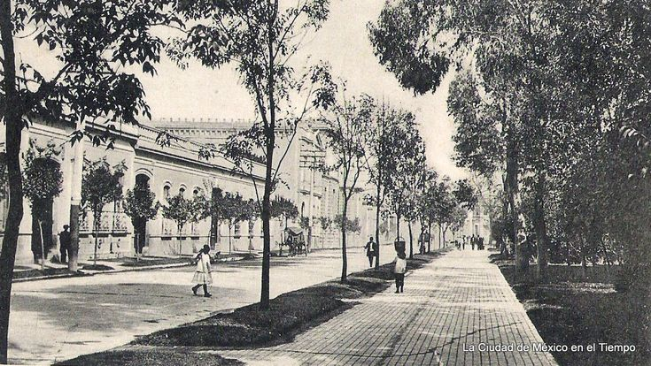 Una nostálgica vista, llena de detalles, de la vieja calle de Ciprés, hoy Jaime Torres Bodet, en los años veinte. Escenas de la ya centenaria Santa María la Ribera.