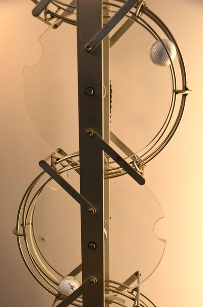 This is the Disk Lift, one of the Ball-Lifting Mechanisms used in Rolling Ball Sculptures.  Details and videos of this and other lifts can be found in the Complex Lifting Mechanisms page of EddiesMind.com.