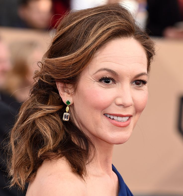 For this event, Diane Lane chose lashings of mascara and matching blush and lippie colours. #RedCarpetInspiration #Beauty #BeautyCrew