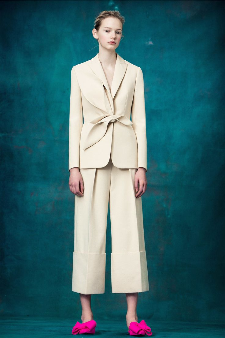See the complete Delpozo Pre-Fall 2017 collection.