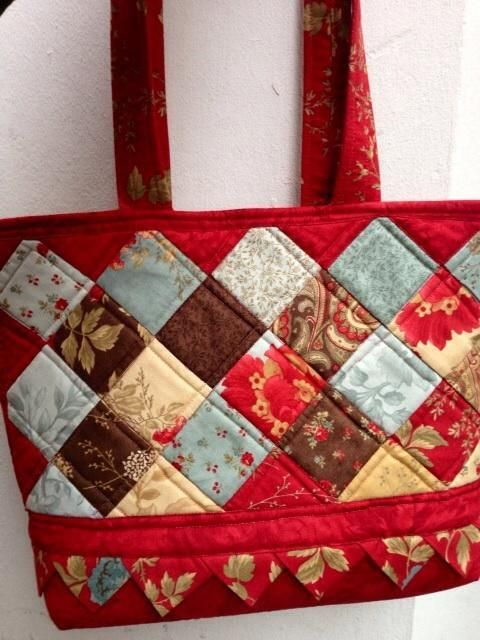 Finish a Quilt Edge with Style in Finishing School: Edges & Bindings