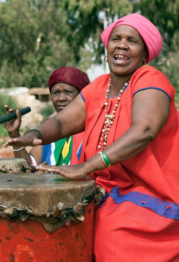 Magische Momente auf Reisen. Ansteckende Rhythmen und Lebensfreude in Südafrika. Der besondere Weltreise-Blog: www.travel-edition.net Die besondere Weltreise-Agentur: www.weltreise-traum.com #fernweh #weltreise #weltreisen #urlaub #aroundtheworld #roundtheworld #luxurytravel #reiseveranstalter #weltreiseveranstalter #reiseblog #weltreiseblog #wanderlust #paradies #hochzeitsreise #reisefotos #travelphotographer #romantik #luxusreisen #luxuryresort #luxuryresorts #glücklich #glück #kapstadt…