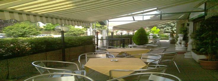Ariston Hotel a Locate Varesino l'ideale per soggiorni di lavoro o vacanze in Lombardia. In posizione strategica rispetto l'areoporto di Malpensa e la stazione di Locate Varesino permette di raggiungere facilmente le città di Varese, Milano e Como.