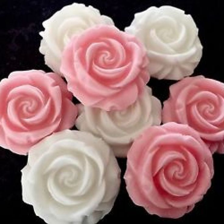 Edible Real Flowers For Cake Decorating : 25+ best ideas about Wedding cake edible flowers on ...