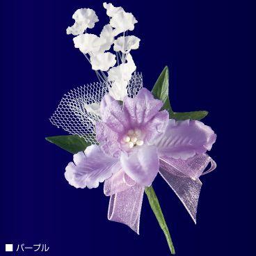 冬の花ですので、季節感を出すにはぴったりです。卒業式などで子供たちがコサージュをつけるときも、カトレアをモチーフにしたものが多いです。