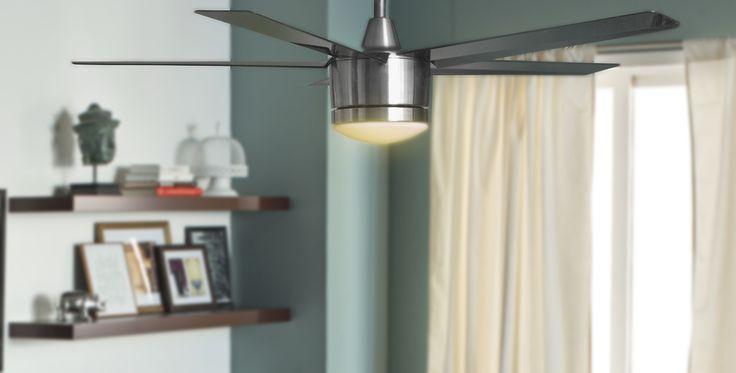 Ventilador de techo con luz led color gris brillante. Abanico de techo, luz led.