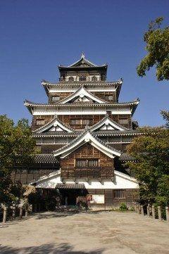 原爆ドームもいいけれどせっかく広島に来たなら広島城に行ってみて 毛利氏に始まり浅野家代にわたる居城として日本百名城の一つにも数えられているんですよ 天守閣はもちろんですが夕日に映える櫓もまた綺麗ですよ() tags[広島県]