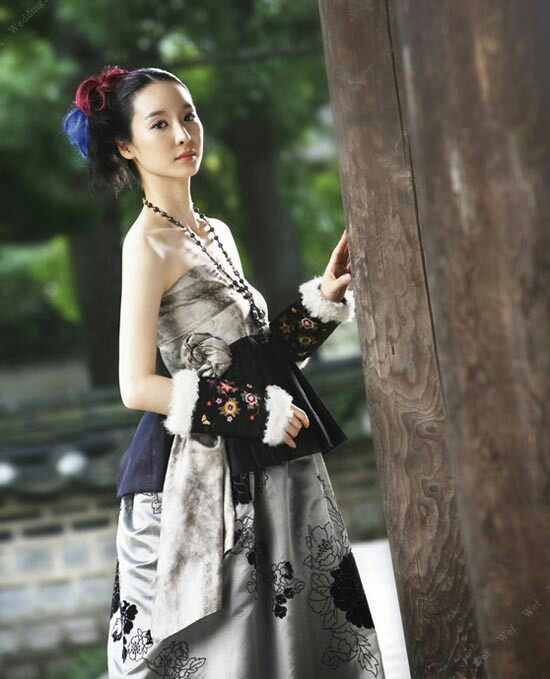 Modern hanbok-I don't really know why I like this. I'm in a Hanbok craze...probably because I'm going to need one soon