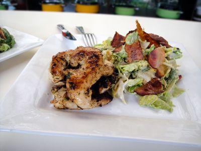 Κοτόπουλο και σαλάτα του Καίσαρα