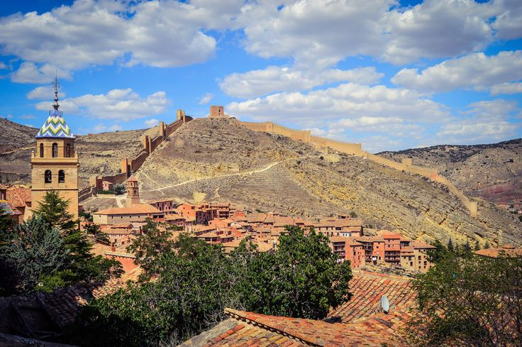 Vista de la Muralla de Albarracin (Albarracin - Spain)