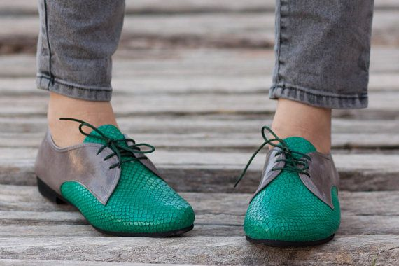 Summer Sale 20% OFF Green Leather Shoes Green Oxford by BangiShop - Totally want these shoes!!!! Luckily they are on sale :)
