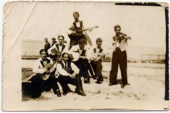musicos de Calbuco Chile 1960 by santiagonostalgico, via Flickr