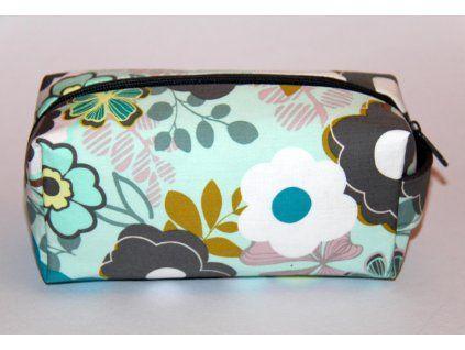 Kosmetická taštička Decentní louka, od Art Gallery fabrics. Vyztužená, s podšívkou.