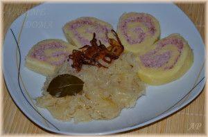 1 kg vařených brambor 200 g hrubé mouky 100 g dětské krupičky nebo krupice 2 vejce Sůl Náplň: vařené uzené maso + šunkový salám = semlít  Brambory uvaříme ve slupce a necháme vychladnout   Celý příspěvek →