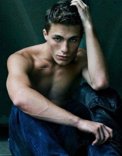 @McKenzie Brooks   TEEN WOLF<3 love him!