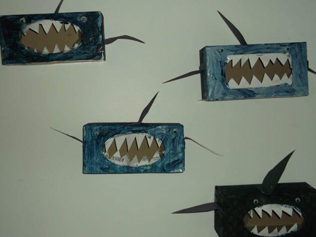 requin boite de kleenex bricolages halloween pinterest. Black Bedroom Furniture Sets. Home Design Ideas