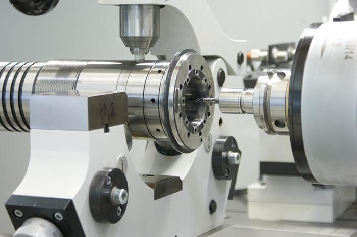 Cylindrical grinding machines ID-400 L for internal and external grinding of long parts. All machines are equipped with linear motors technology, ideal for non-round grinding. Designed for the grinding of spindle shafts, spindle housings, tool adapters and heavy duty grinding.