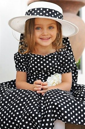 classic black with white poka dots dress, embellished with flower and hat! CUTE CUTE little girls dress up outfit!                                                                                                                                                      Mais
