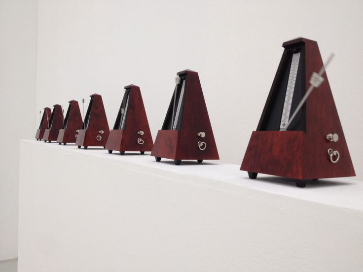 Musée d'Art Moderne / Enrico Castellani- Le mur du temps