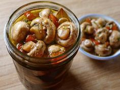Быстрые маринованные шампиньоны - Kurkuma project (Проект Куркума) По этому рецепту шампиньоны получаются хрустящими и очень вкусными. Их не нужно консервировать. Уже на следующий день грибочки готовы!