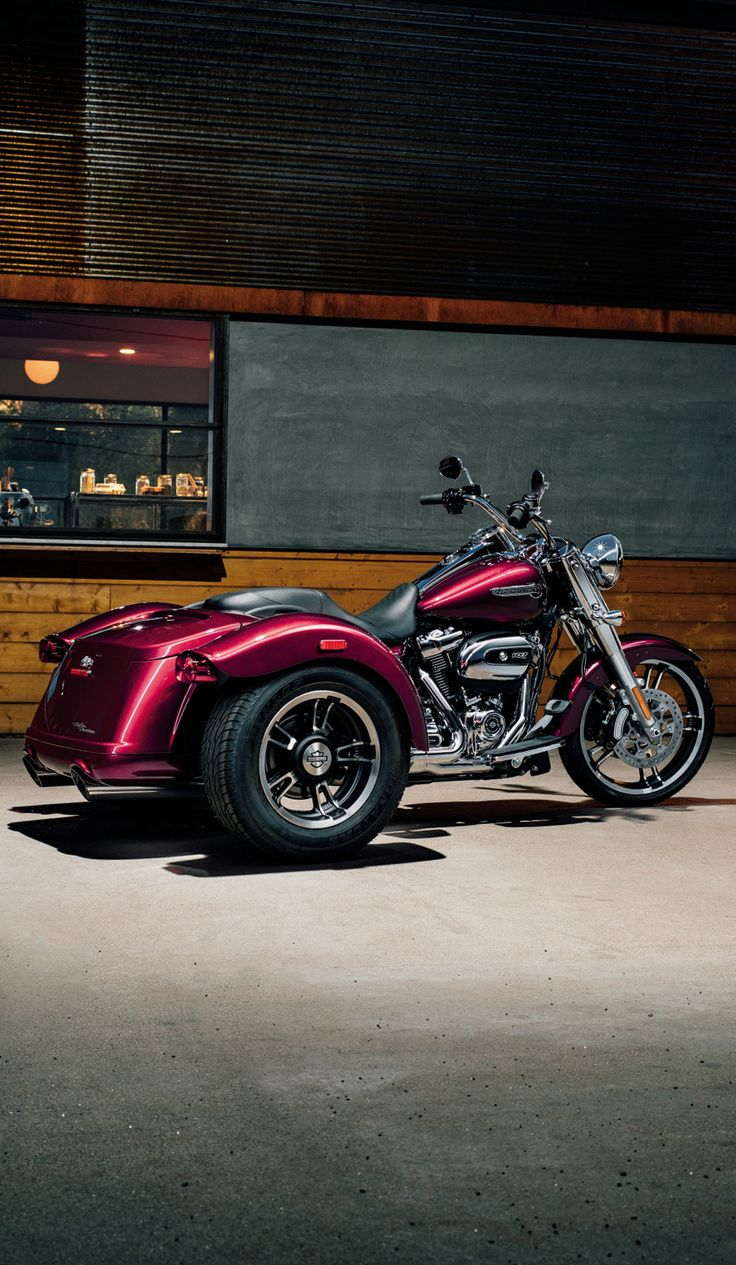 They say good things come in threes, and here is the proof. The Freewheeler puts stripped-down, custom style into an easy handling frame that lets you roll with the confidence three wheels gives to a rider. | 2017 Harley-Davidson Freewheeler