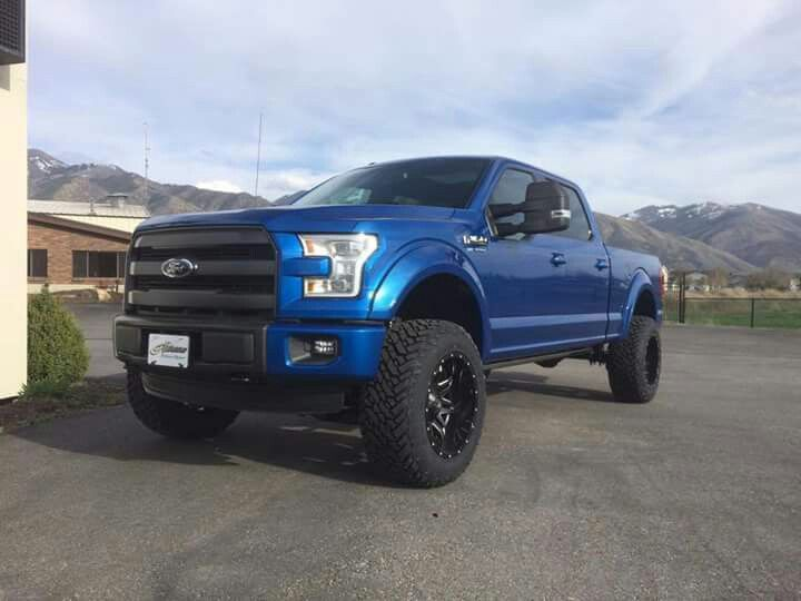 2015 Ford F150 lifted; THAT IS MY TRUCK RIGHT THERE!!!!!!!!   I LOVE IT SOOO MUCH!!!  :D