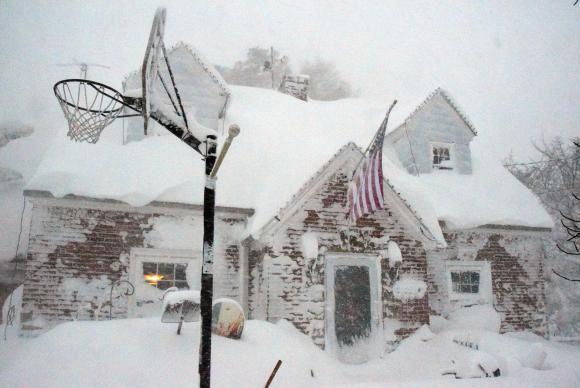 Tempestade de neve provoca cancelamento de 5 mil voos na Costa Leste dos EUA