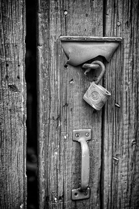 I am never sure if the purpose of a lock is to keep those on the outside on the outside or those on the inside on the inside. Nevertheless, this wonderful antique Yale lock hanging on an old barn door caught my attention from far away and begged me to create its portrait.
