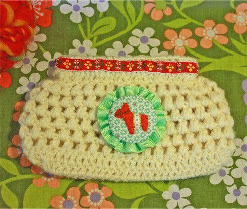 ウールの毛糸を編んでバネポーチを作りました。リボンとプリント生地で作ったワッペンにはダーラナホースの様なお馬さんをアップリケしてあります。秋冬にぴったりなほっ... ハンドメイド、手作り、手仕事品の通販・販売・購入ならCreema。