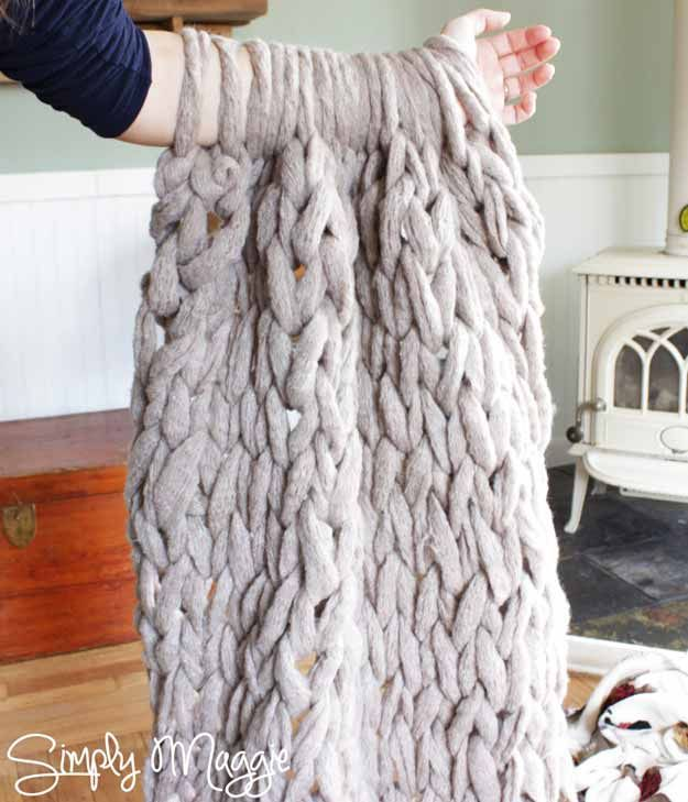 Cute DIY Room Decor Ideas for Teens - DIY Projects for Teenagers- Homemade Arm Knit Blanket