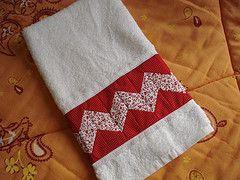 Toalha de rosto (Maria Helena Bueno) Tags: handmade towel bolinhas toalha seminole patchwork pois barrado feitoamo