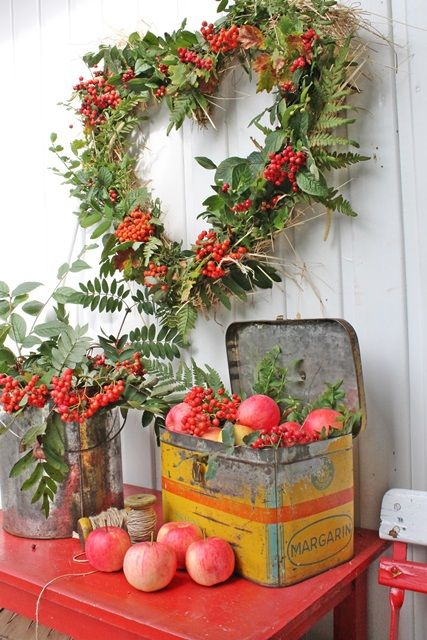 Fall Wreath Idea - this is a natural wreath so it won't last very long, but it would be easy to make using craft store materials and a straw wreath base.  This is such a pretty wreath!