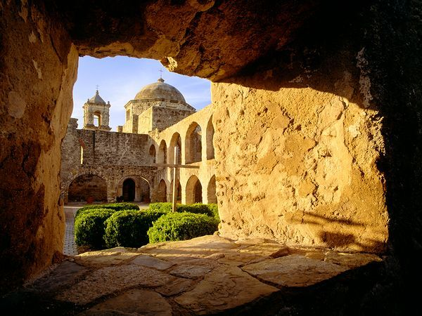 Picture of a church at San Antonio Missions Historical Park, San Antonio, Texas, United States /  Photograph by George H.H. Huey, Alamy