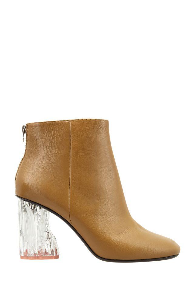 Кожаные ботильоны Ora Glass Acne Studios - Кожаные ботильоны на невысоком прозрачном каблуке выполнены в свойственном для шведского бренда Acne Studios сдержанно-лаконичном стиле в интернет-магазине модной дизайнерской и брендовой одежды