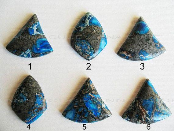 Cabochon regalite pietra preziosa tonalità blu tinta di AnnaCuce