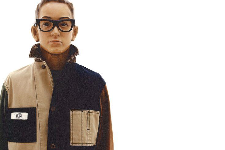 On découvre aujourd'hui le lookbook de la nouvelle collection Spring/Summer 2017 de Human Made. Le label japonais continue de puiser son inspiration dans le workwear vintage américain et l'esthétiqueamericanades années 50. C'est une fois de plus Nigo lui-même qui passe devant l'objectif pour l'occasion.