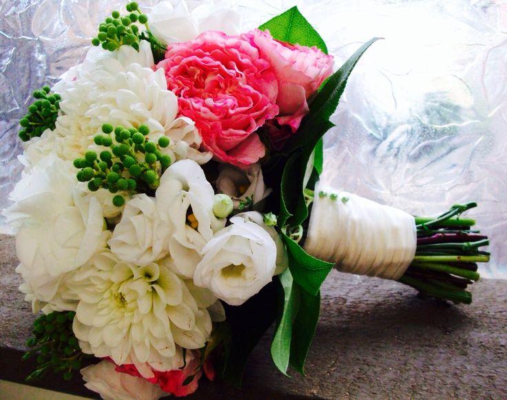 Roses, Lisianthus, dahlias