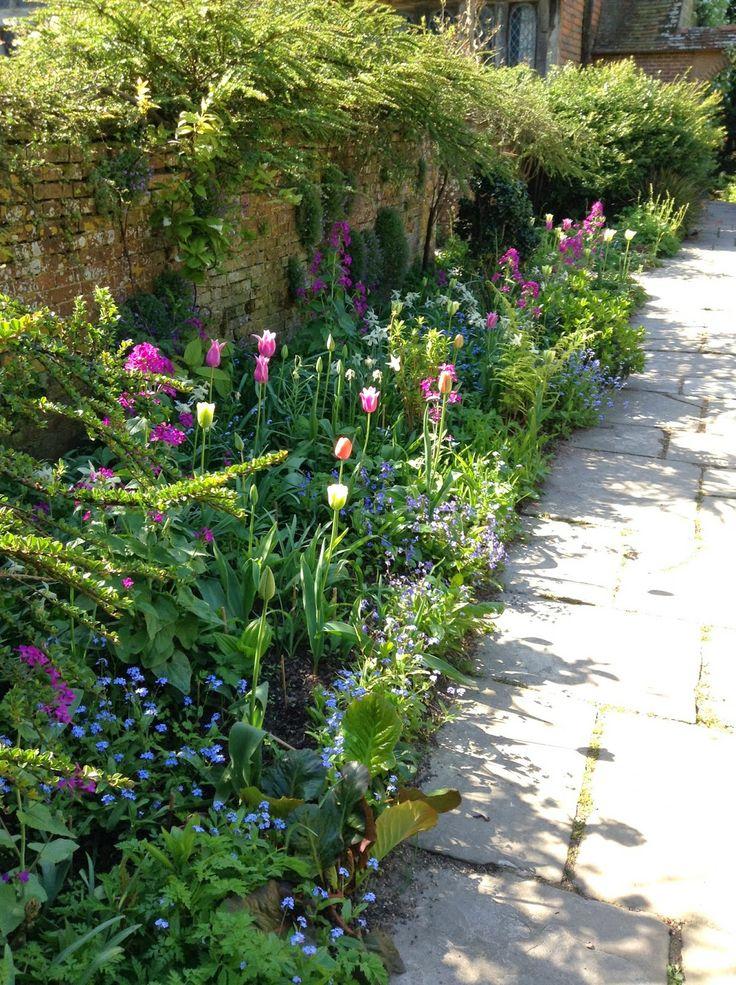 Romantic tulip display, Wall Garden, Great Dixter - Photo by Noemi Mercurelli
