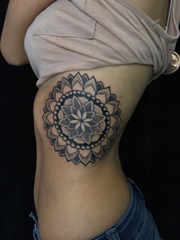 9 best images about dotwork tattoo on pinterest hands mandalas and fatima hand. Black Bedroom Furniture Sets. Home Design Ideas