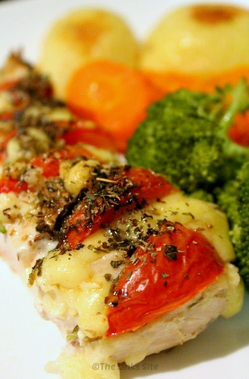 Delicious Hasselback Chicken with Tomato Basil and Tasty Cheddar Cheese! thelinkssite.com