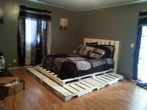 17 best ideas about pallet platform bed on pinterest diy. Black Bedroom Furniture Sets. Home Design Ideas