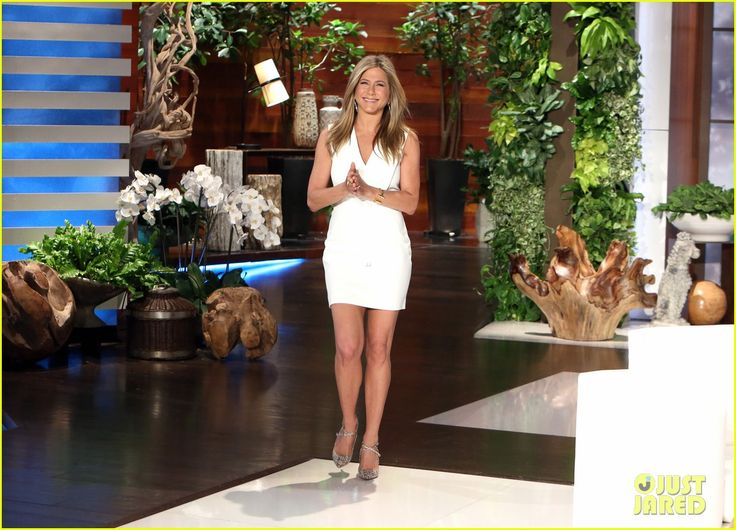 Jennifer Aniston Talks Her Oscar Snub & Gets a Fake Topless Photo with Ellen DeGeneres on 'The Ellen Show'! | jennifer aniston ellen show appearance 03 - Photo