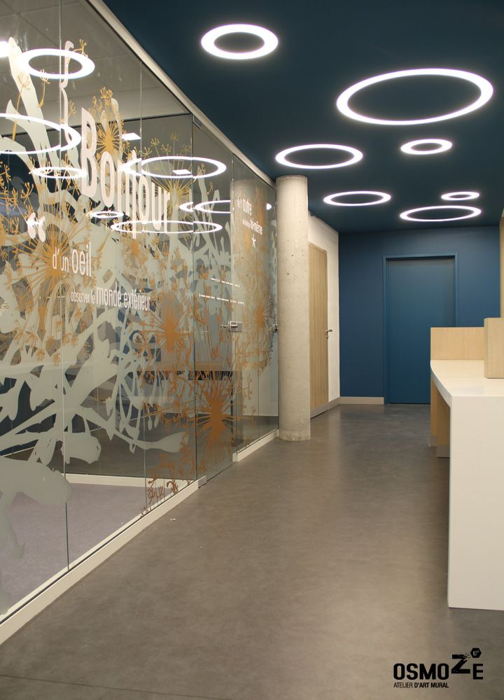 Décoration murale vitrophanie design poly clinique accueil décor fresque graphique blois loire