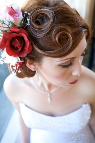 Luv this vintage inspired updo!