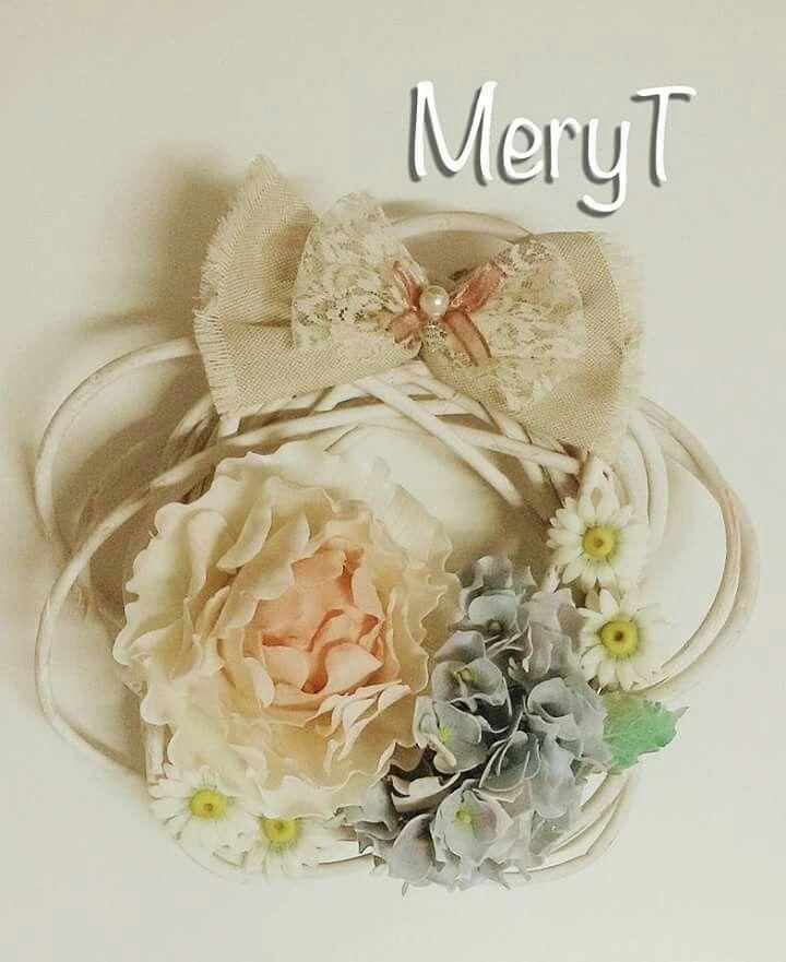 Ghirlanda primaverile con fiori in pasta di mais,porcelana Fria,cold porcelain