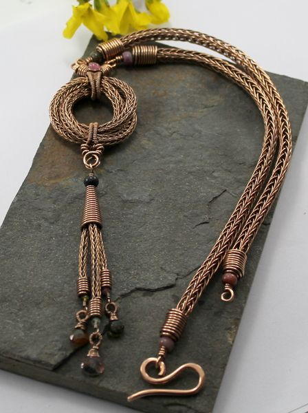Love Knot - Viking knit in bronze with Tourmaline - Bronze wire and Tourmaline