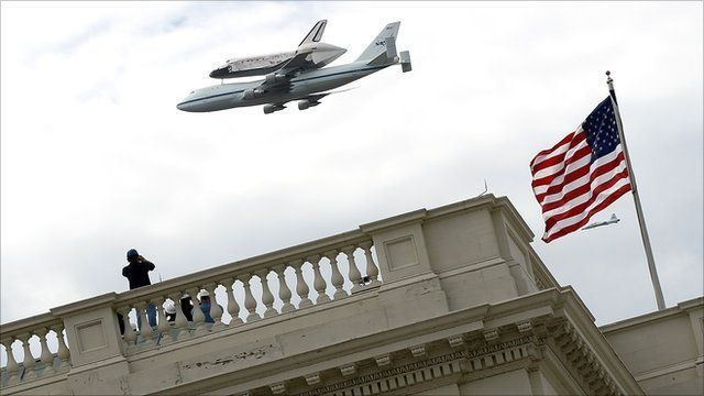 Shuttle Discovery retires with Washington flypast: Spaces Shuttle Discovery, Washington, Favorite Places, Photos Gallery, Shuttle Carriers, Discovery Fly, Carriers Aircraft, Space Shuttle Discovery, White House