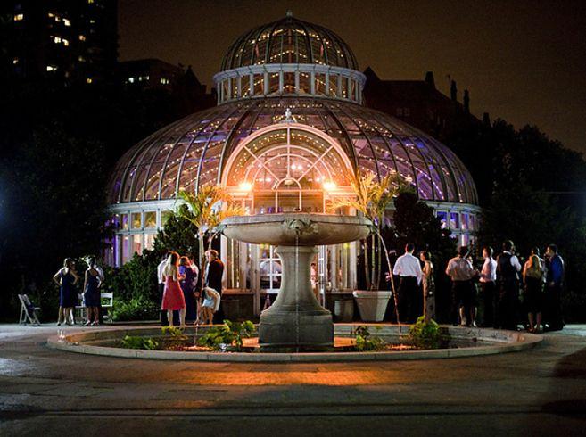 Brooklyn Botanical Gardens - Brooklyn / 13 Amazing Alternative NYC Wedding Venues (via BuzzFeed)