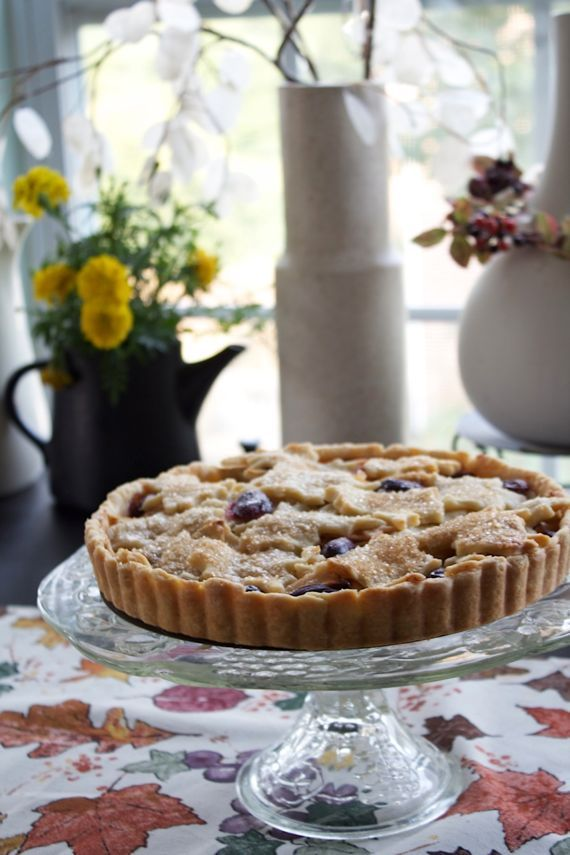 Apple & Grape Tart, for a Beautiful Holiday Pie Table #holiday #pie # ...