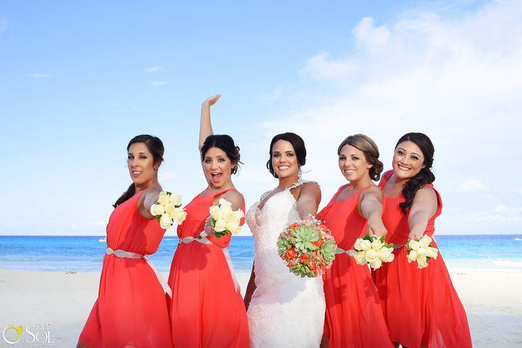 Inspiracion para tus damas de honor, vestidos coloridos, color naranja, boda en la playa, ideas para tu boda